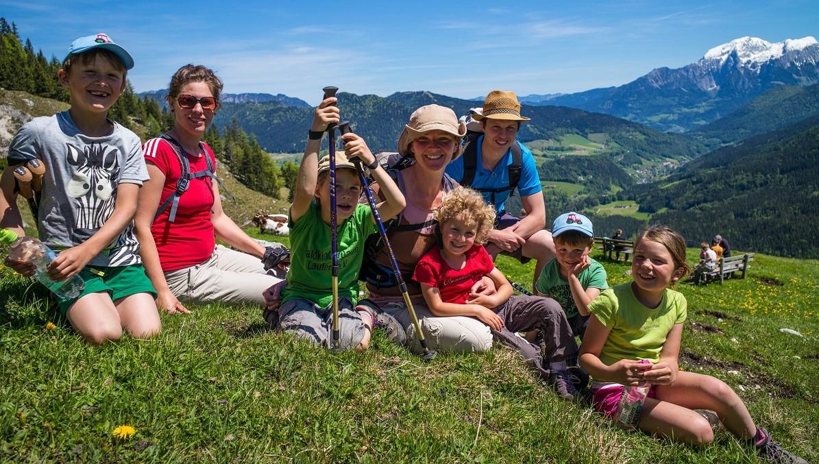 Familiengruppe auf Tour